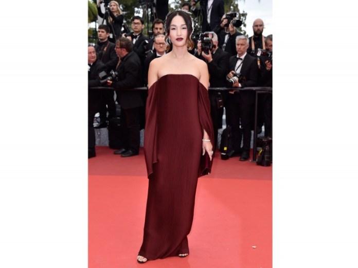 ClioMakeUp-abiti-spalle-scoperte-6-scollo-bardot-celebs-red-carpet-vestito.jpg