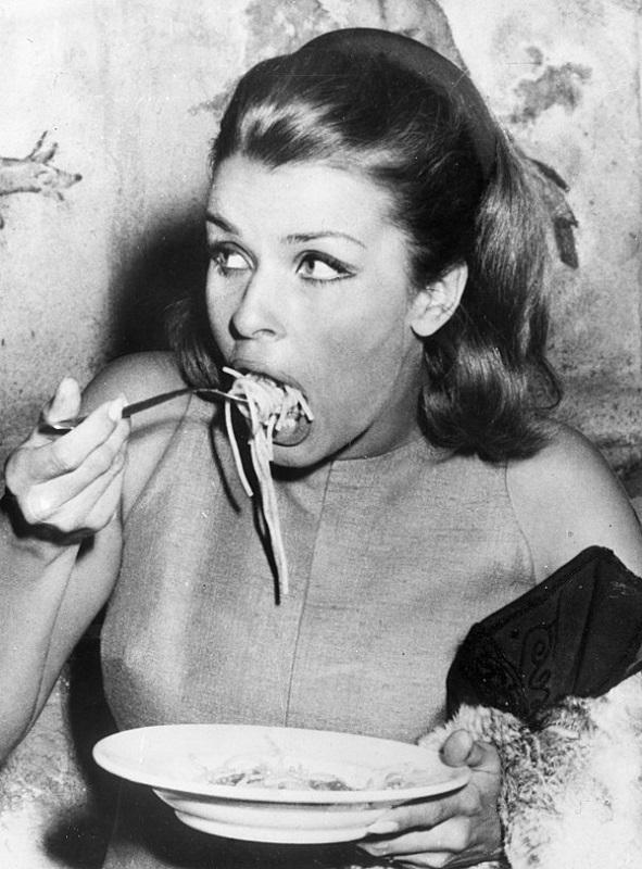 cliomakeup-falsi-miti-2-celeb-eating-pasta
