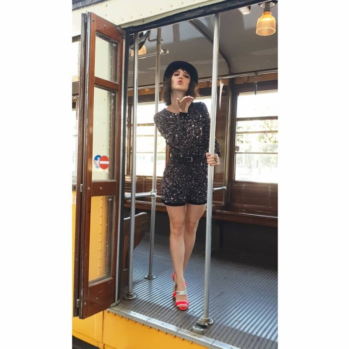ClioMakeUp-copiare-look-lodovica-comello-23-jumpsuit-paillettes.jpg