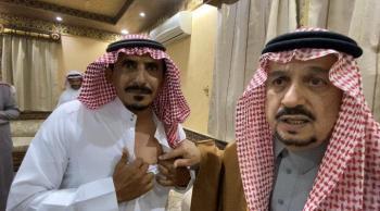 الأمير فيصل بن بندر مع الجندي