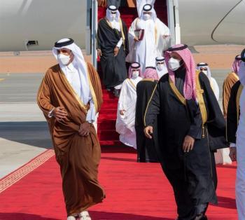 شاهد.. كيف رحب ولي العهد بأمير قطر لحظة وصوله لمطار العلا