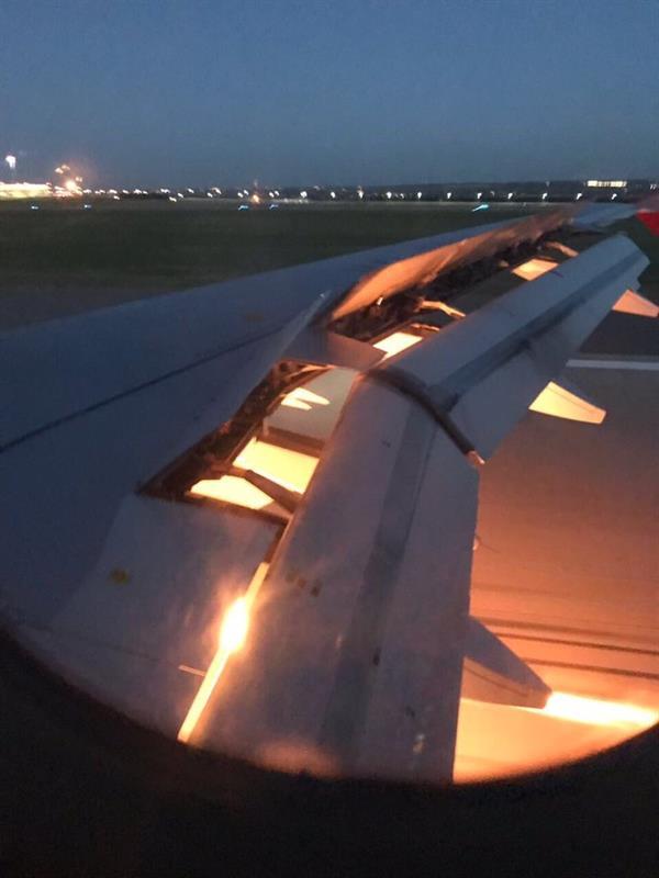 """بالفيديو والصور.. طائرة """"المنتخب"""" تهبط بسلام بعد تعرضها لعطل أدى لاشتعال النيران في أحد محركاتها"""