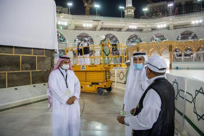 Raise the Kaaba dress in preparation for the Hajj season