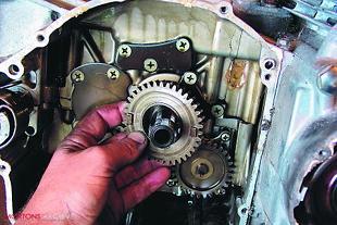 Suzuki GS750 motorcycle engine rebuild