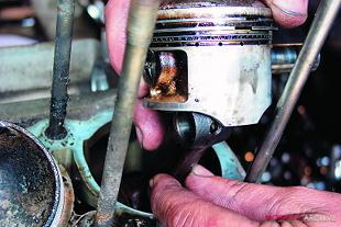Suzuki GS750 engine overhaul