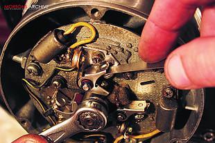 Suzuki GT750 two stroke triple motorcyckle overhaul