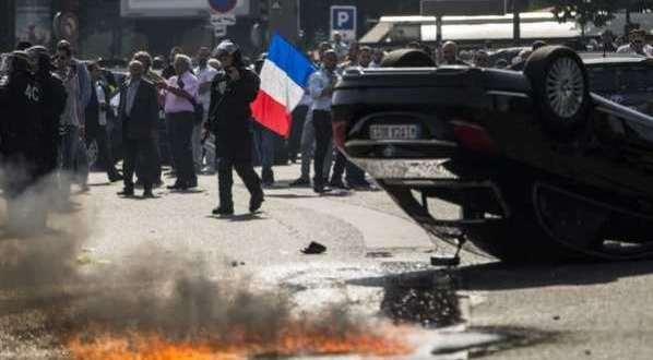 France : Les protestations anti-Uber provoquent le chaos et la violence