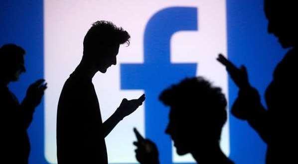Twitter et Facebook deviennent les principales sources d'actualité
