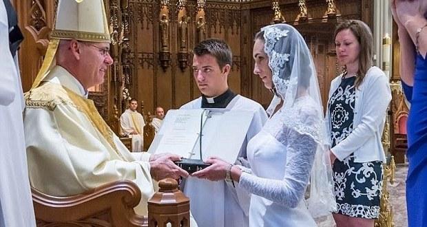 Cette femme de 38 ans s'est mariée à Jésus-Christ