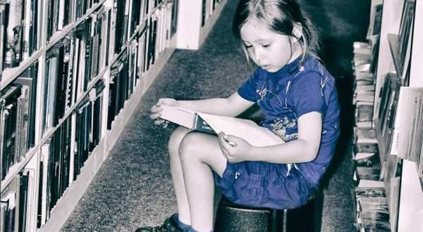Un enfant doué de télépathie est examiné par les scientifiques