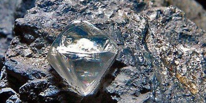 Un pasteur découvre un énorme diamant de 706 carats