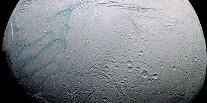 Cassini détecte des processus hydrothermaux sur Encelade