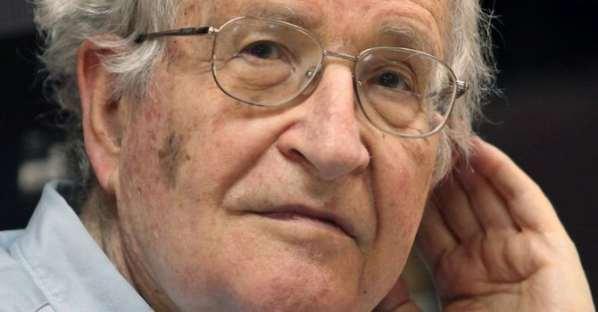 """Noam Chomsky : """"Internet ne nous a pas libéré"""""""