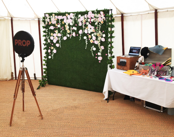 4 Photo Booth Backdrop Ideas To Fit In With Your Wedding