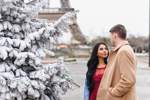 Winter Photosession at the Eiffel tower. Paris photographer