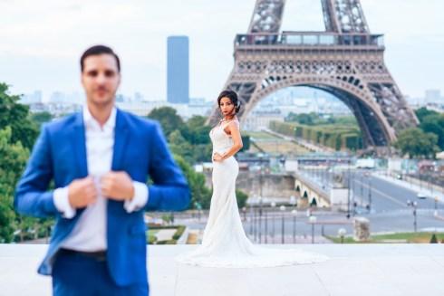 жених и невеста в Париже