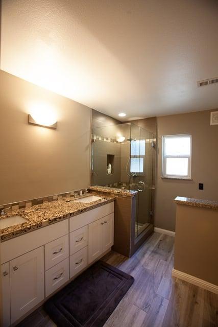 Star Beach Granite Tops White Shaker Cabinets 12 X 24