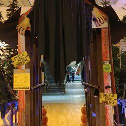 spirit halloween 18 photos costumes 3111 s 31st st temple tx