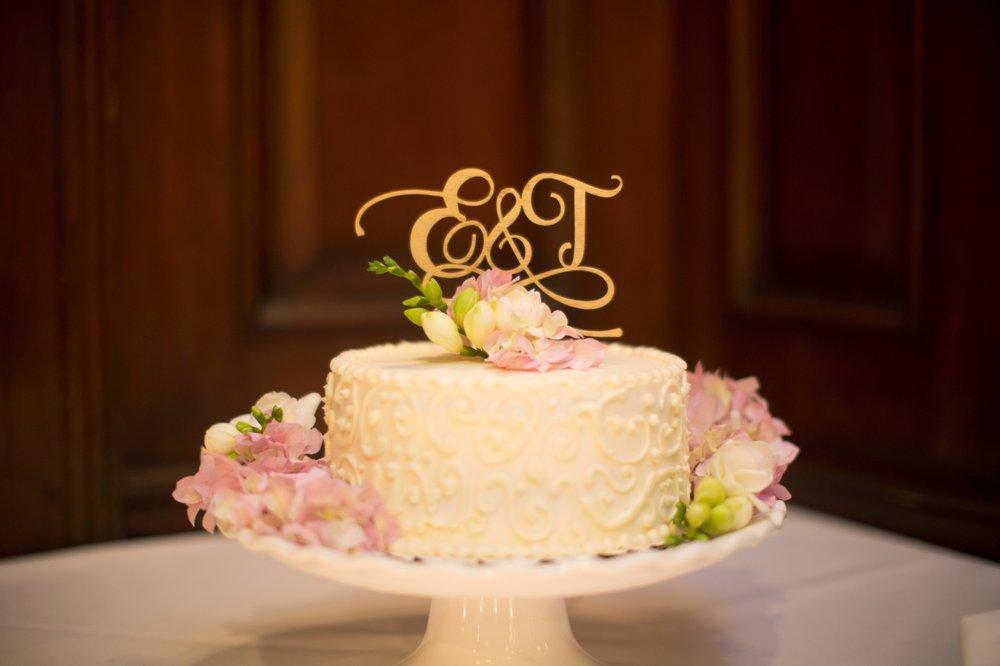 our  wedding cake  that we brought in from Mariano s  We served     Photo of Salvatore s   Chicago  IL  United States  our  wedding cake