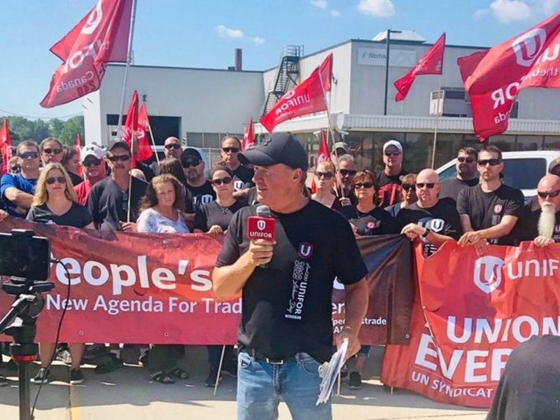 Canadian Union Defies Court Order Continues Strike At Gm Supplier