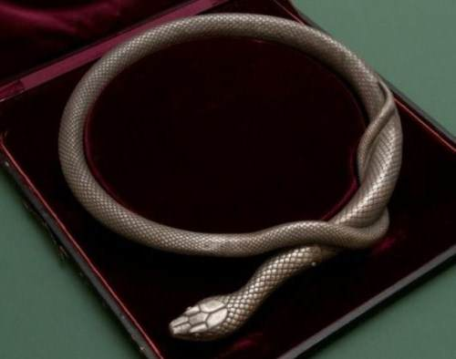 Sword-in-the-form-of-a-snake-001