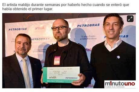 Carlos Alberto Da Costa (esq.), diretor da Petrobras argentina, o artista Enrique Jezik (centro), e Facundo Gómez Minujin (dir.), presidente da arteBA Reprodução/minutouno.com