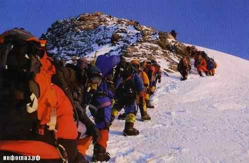 A expedição passou por ele e o largaram para trás. Muitos ali sabiam qual seria o destino de David Sharp