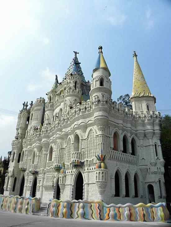 Chongqing-castles-550x733
