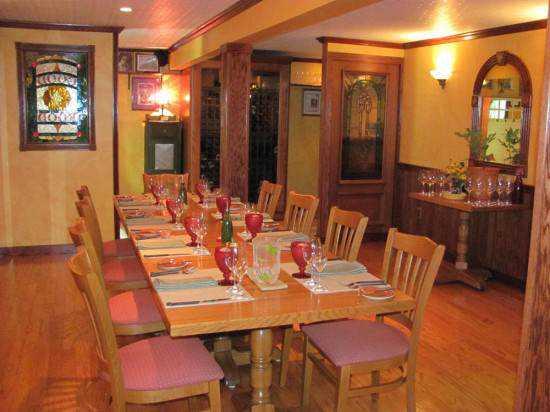 Damon-Baehrel-restaurant-550x412