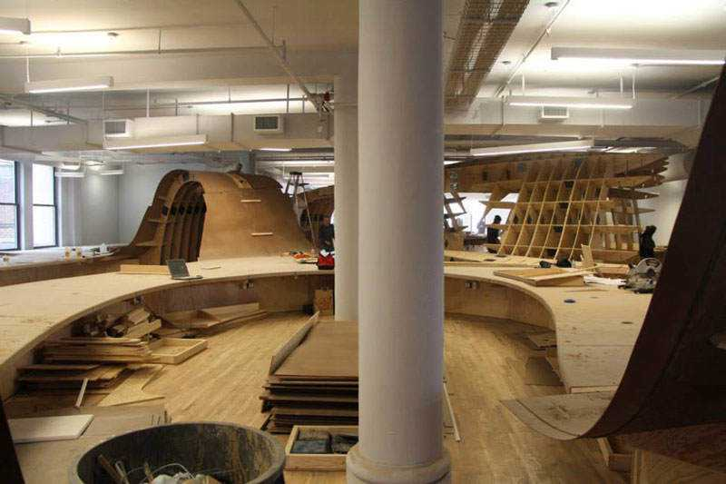 barbarian-group-nyc-superdesk-one-giant-office-desk-by-clive-wilkinson-architects-machineous-2