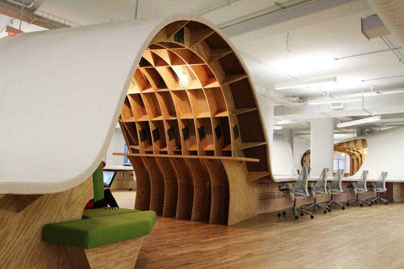 barbarian-group-nyc-superdesk-one-giant-office-desk-by-clive-wilkinson-architects-machineous-3