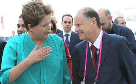 Dilma Rousseff e Edir Macedo_thumb[3]