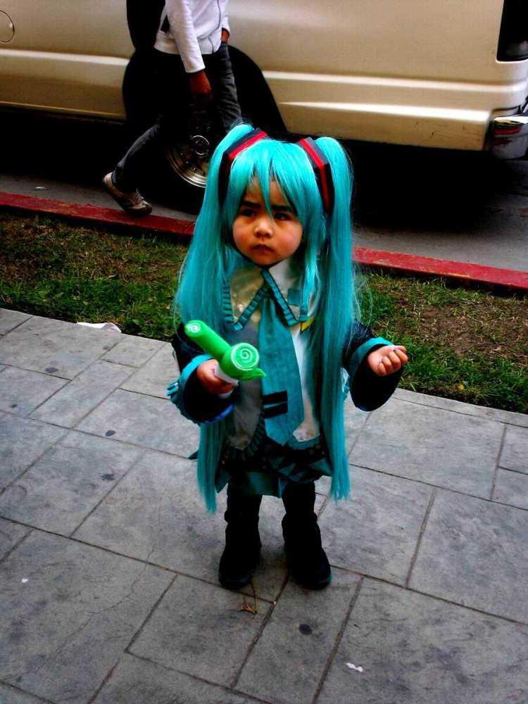 miku_baby_cosplay_by_darcktragedia-d3g1995