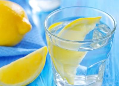 tv catia fonseca água com limão copo