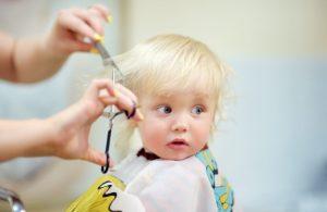 Dicas de como tranquilizar a criança durante o corte de cabelo por Tio Alê
