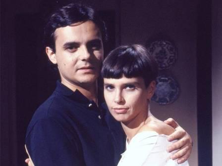 Atriz famosa da Globo reaparece em casamento da filha e revela nova profissão inusitada