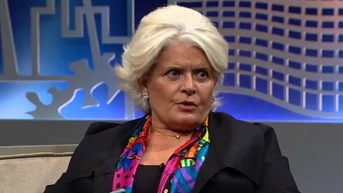 De volta à Globo após 14 anos, Jussara Freire divulga primeira foto em A Dona do Pedaço