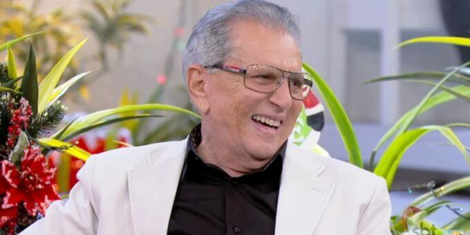 Carlos Alberto de Nóbrega aparece novamente no Tá no Ar e surpreende os telespectadores com personagem nostálgico