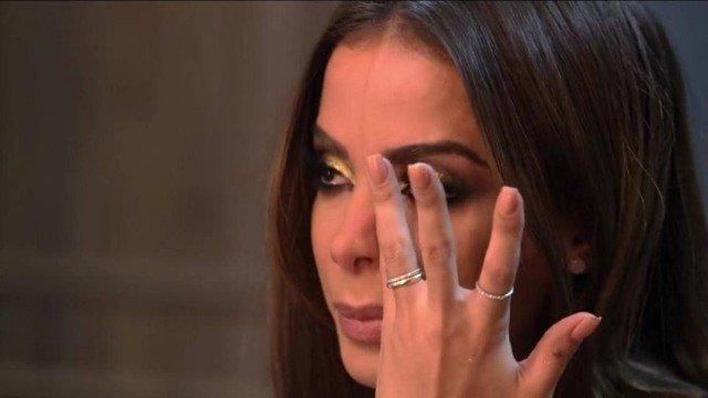 """Membro da """"família"""" de Anitta sofre grave ameaça de morte e cantora entra em desespero"""