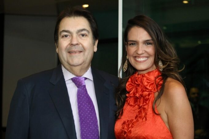 Luciana Cardoso, mulher de Faustão, surge acompanha de bailarina em clique quente