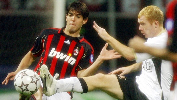 Milan Brazilian star Kaka, left, and Manchester Paul Scholes fight for the ball during a Champions League semifinal second leg soccer match between AC Milan and Manchester United, at the San Siro stadium in Milan, Italy, Wednesday, May 2, 2007. AC Milan won 3-0 (5-3 on aggregate). (AP Photo/Alberto Pellaschiar)