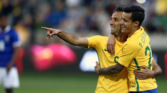 Jonas comemora seu gol com Coutinho (Foto: Lucas Figueiredo / MoWA Press)
