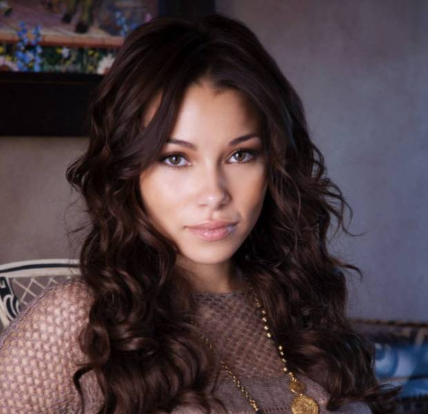Jessica Parker Kennedy Net Worth