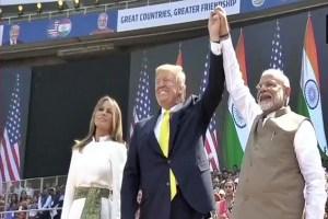 Donald Trump India Visit Live Updtes: ट्रंप ने 'नमस्ते' कहकर की भाषण की शुरूआत, खचाखच भरा है मोटेरा स्टेडियम