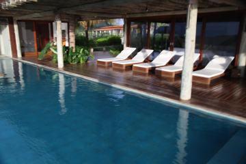 Pousada Maravilha pool furniture