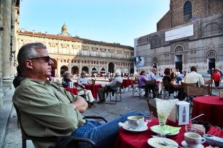 Bologna piazza maggiore cage