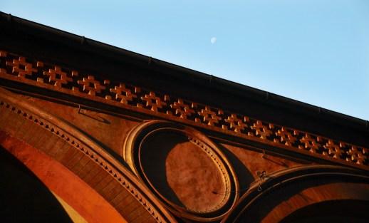 Bologna La Rossa arch