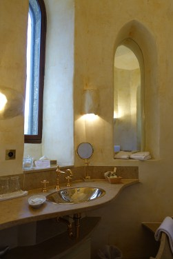 Chateau de Riell bathroom
