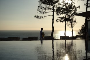 La Coorniche sunset waiter
