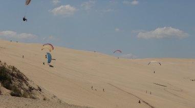 Dune du Pilat paragliders